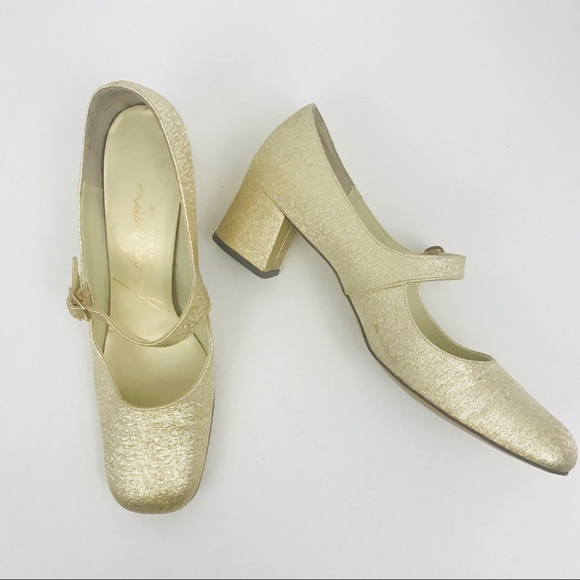 456967dfd8561 Vintage 1960's gold chunky heel Mary Jane shoes